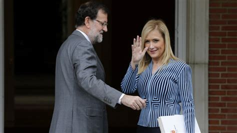 Cifuentes intenta acreditar con documentos que las notas ...
