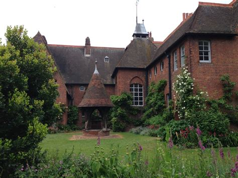 The Red House – Palace of Arts and Crafts | Tammy Tour Guide